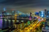 De skyline van Rotterdam tijdens de nachtelijke uren