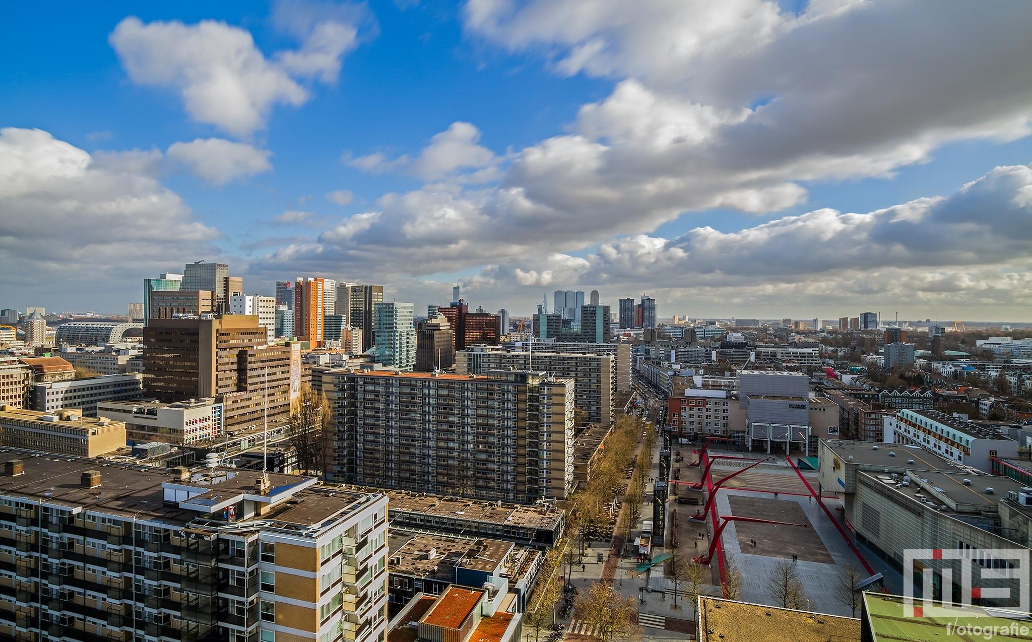 De Lijnbaan en Schouwburgplein in Rotterdam van bovenaf
