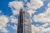 De Millenniumtoren tijdens een hollandse wolken dag in Rotterdam Centrum