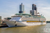 Het cruiseschip Explorer of the Seas in Rotterdam