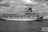 Te Koop | Het cruiseschip Ms Ariania in de Waalhaven in Rotterdam