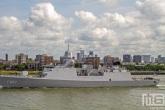 Het Hr. Ms. de Zeven Provinciën F802 in de haven van Rotterdam