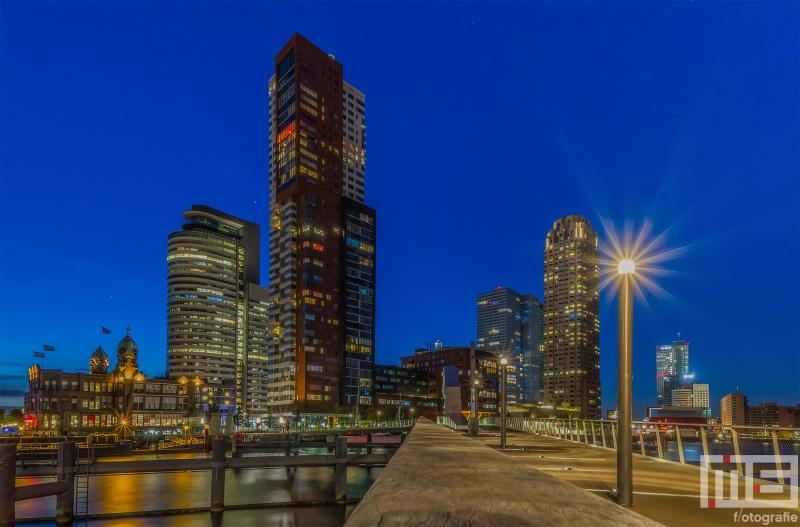 Te Koop | De Rijnhavenbrug tussen de Wilhelminapier en Katendrecht in Rotterdam by Night