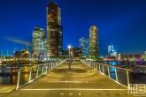De Rijnhavenbrug tussen de Wilhelminapier en Katendrecht in Rotterdam by Night