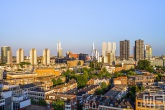 De skyline van Rotterdam tijdens de zonsondergang