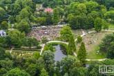 De bezoekers van een evenement in Het Park in Rotterdam