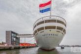 Het uitzicht op het achterdek met een nederlandse vlag op het cruiseschip ss Rotterdam in Rotterdam