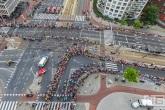 De Tour de France op het kruispunt Vasteland in Rotterdam Centrum
