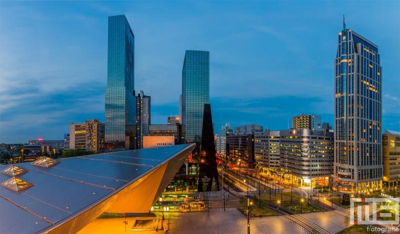 Te Koop | Het stationsplein in Rotterdam Centrum met het Centraal Station