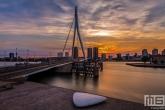 Te Koop | De zonsondergang in Rotterdam by Night met de Erasmusbrug
