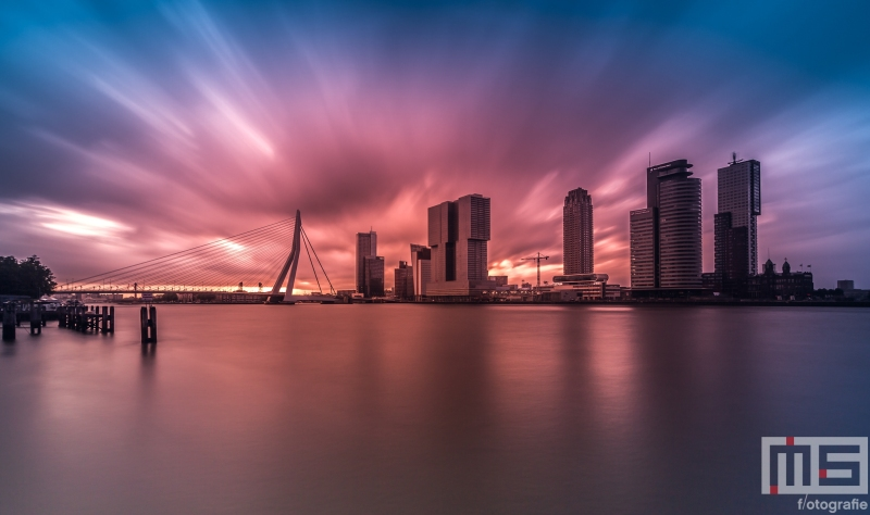 Te Koop | Explosive Sunset tijdens zonsopkomst in Rotterdam by Night