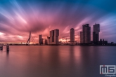Explosive Sunset tijdens zonsopkomst in Rotterdam by Night
