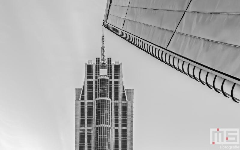 Te Koop | De Milleniumtoren en Rotterdam Centraal Station in Rotterdam