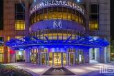 Het Manhattan Hotel in de binnenstad van Rotterdam by Night