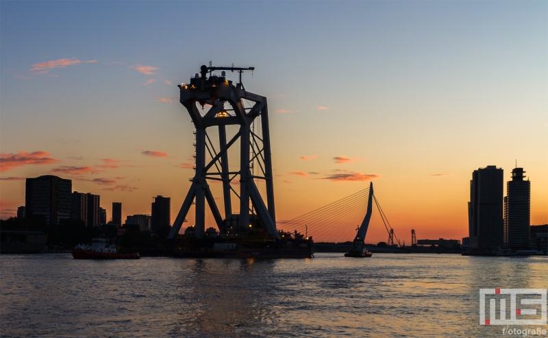 Het Hefschip Svanen van Van Oord in de Haven van Rotterdam