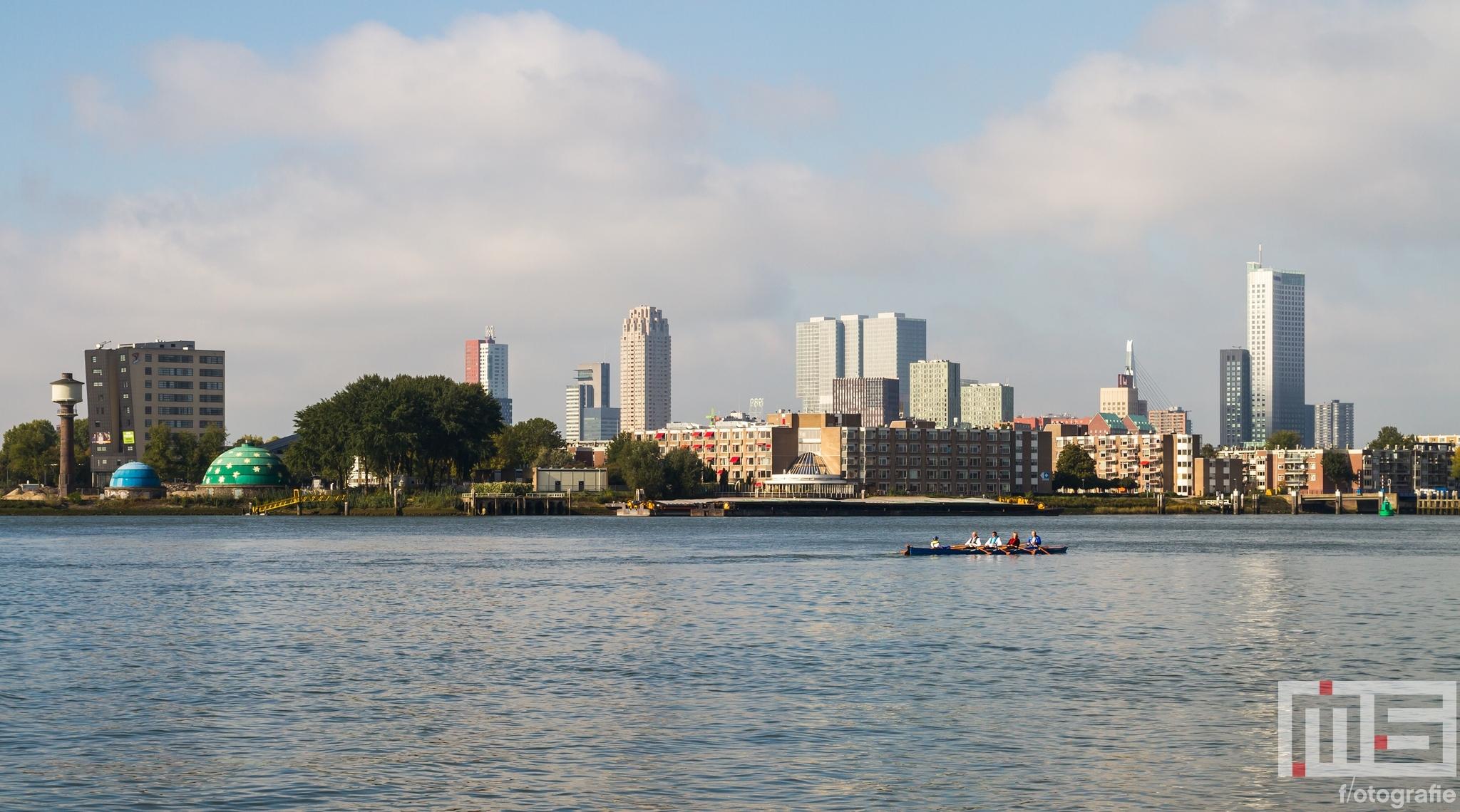 Te Koop | De skyline van Rotterdam met zicht op de wijk Feijenoord