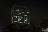Het Erasmus MC in Rotterdam met lichttekst Zie Mij