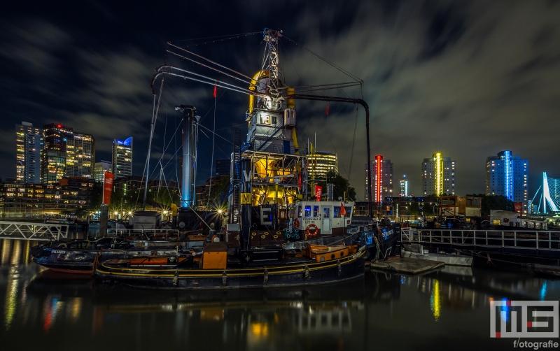 De stadsgraanzuiger 19 van het Maritiem Museum in Rotterdam by Night