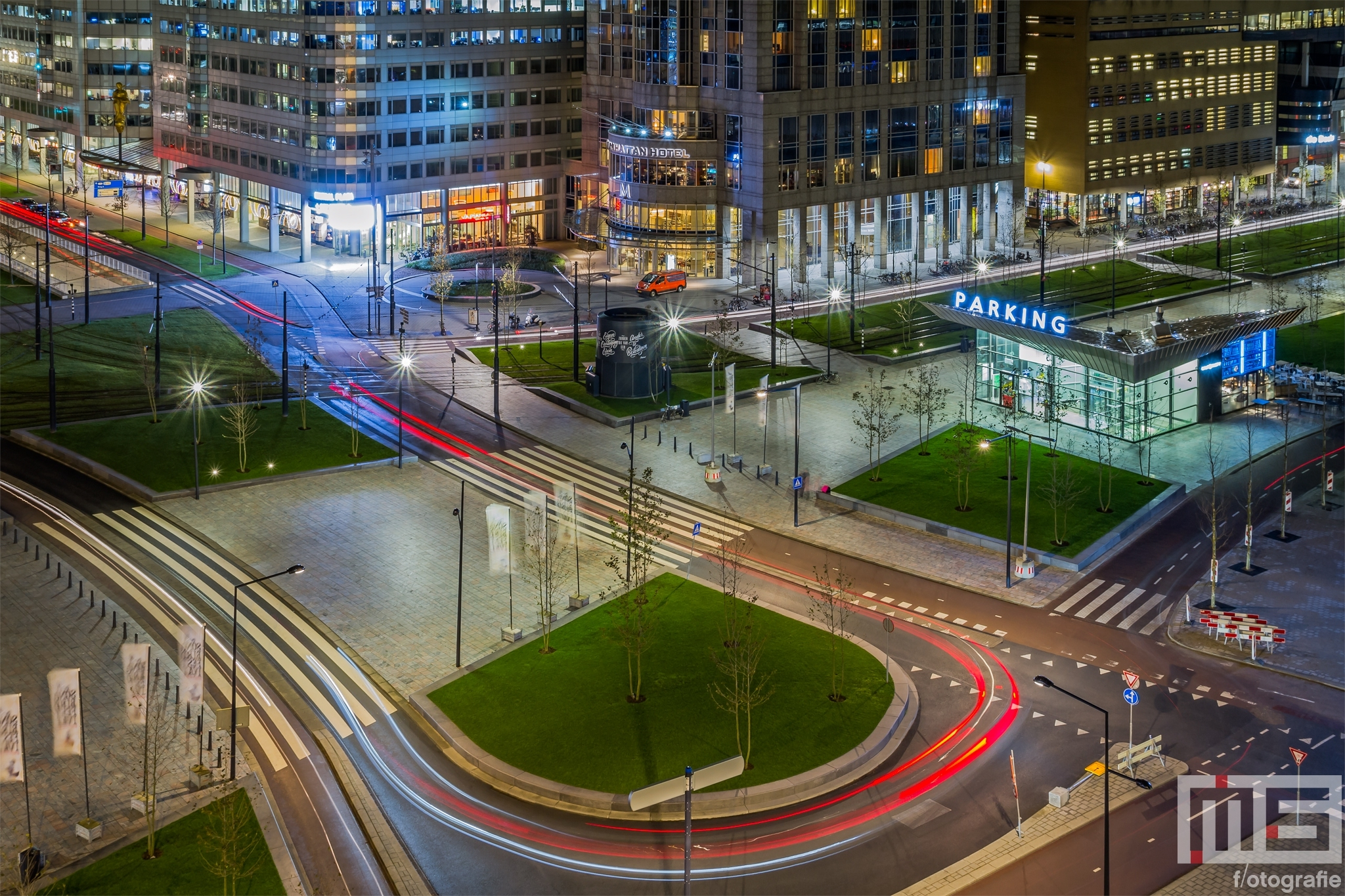 Het stationsplein in Rotterdam by Night