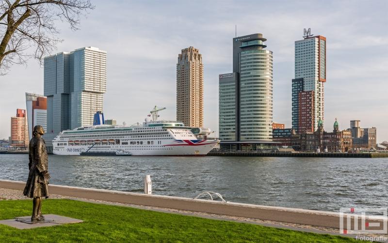 Te Koop | Het cruiseschip Aurora van P&O Cruises in Rotterdam