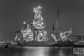Het offshore schip Seven Sun van Subsea7 in de Waalhaven in Rotterdam