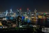 De skyline van Rotterdam vanuit de Euromast in Rotterdam by Night