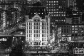 Het Witte Huis in Rotterdam by Night in zwart/wit in detail