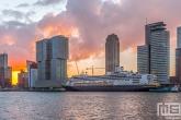 Het cruiseschip Ms Rotterdam aan de Cruise Terminal in Rotterdam