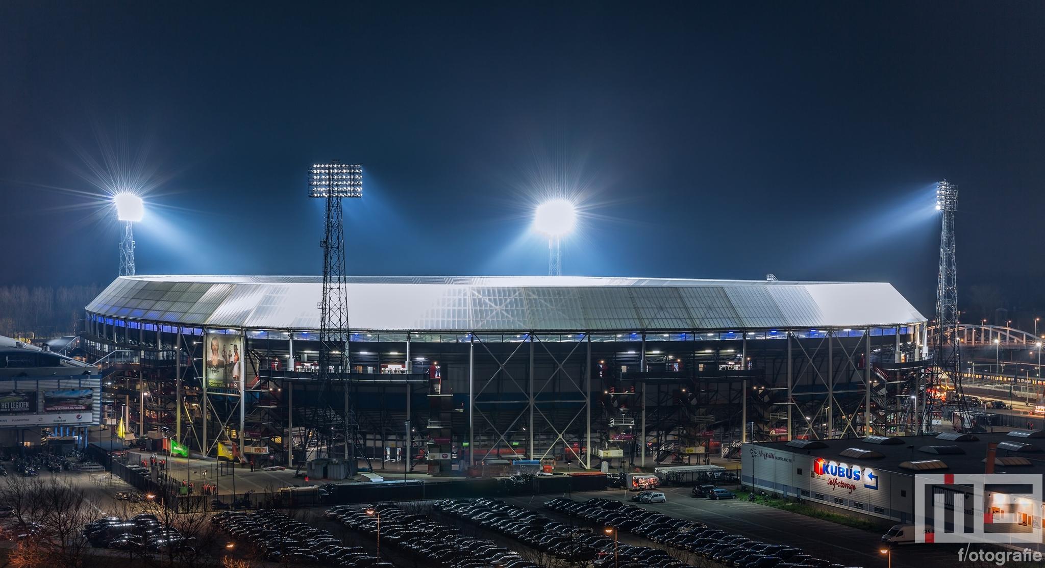 Te Koop | Het Feyenoord Stadion De Kuip in Rotterdam by Night tijdens een speelavond