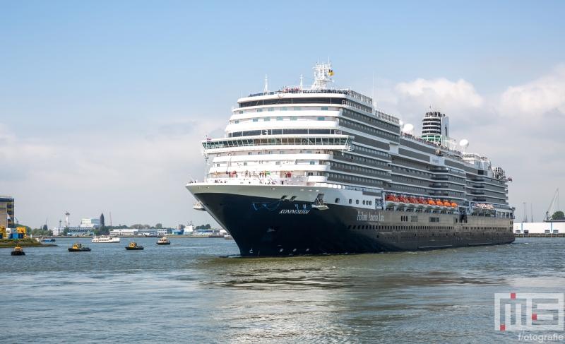 Te Koop | Het cruiseschip Ms Koningsdam in de Waalhaven in Rotterdam