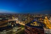 De skyline van Rotterdam by Night tijdens het blauwe uurtje