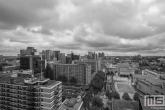 Het schouwburgplein in Rotterdam Centrum in zwart/wit