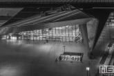 Het Centraal Station Rotterdam in de avonduren