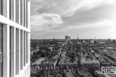 Te Koop | De skyline van Rotterdam vanuit First Rotterdam in zwart/wit