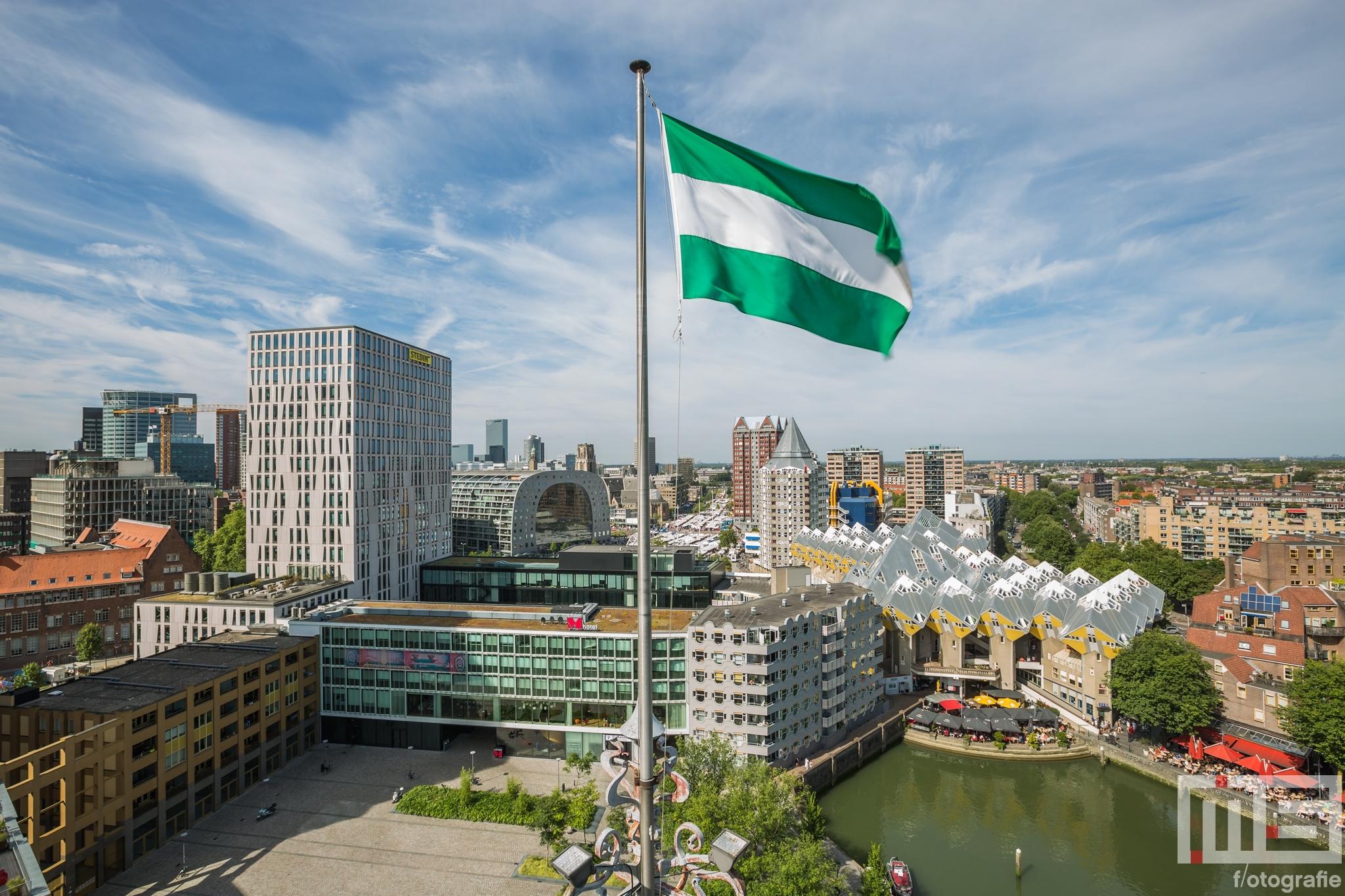 Te Koop | De Oudehaven in Rotterdam met de Rotterdamse vlag