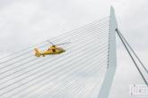 Te Koop | De SAR Helicoper met de Erasmusbrug tijdens een demo op de Wereldhavendagen in Rotterdam