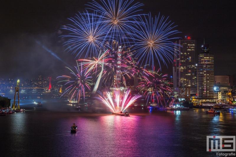 Te Koop | De vuurwerkshow van het avondprogramma van de Wereldhavendagen in Rotterdam