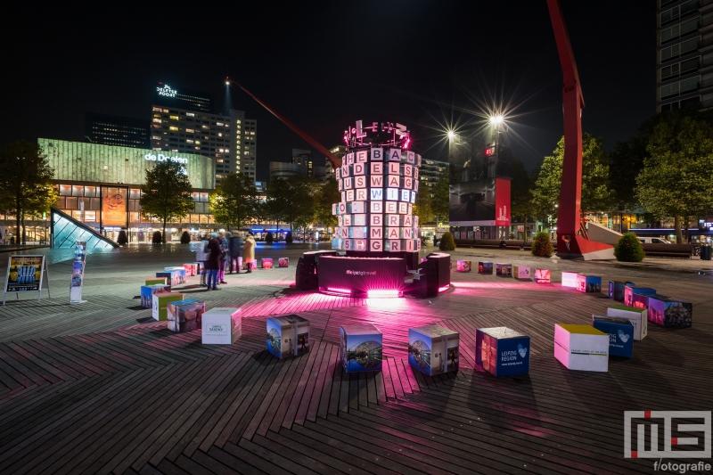 Het 25hertz Project op het Schouwburgplein in Rotterdam by Night