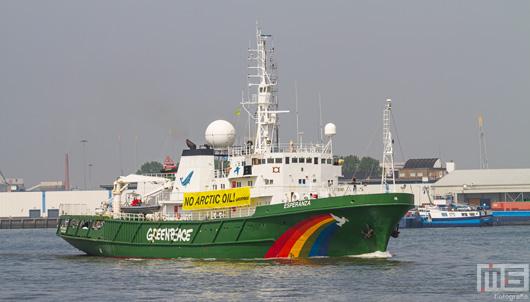 De Greenpeace Esperanza in de Waalhaven in Rotterdam | Cover Small