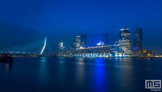 Het cruiseschip Oasis of the Seas aan de Cruise Port in Rotterdam | Cover Small