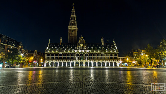 De Universiteitsbibliotheek van Leuven by Night | Cover Small