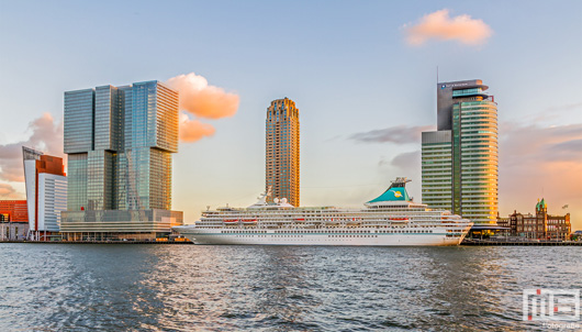 Het cruiseschip MS Artania in Rotterdam | Cover Small