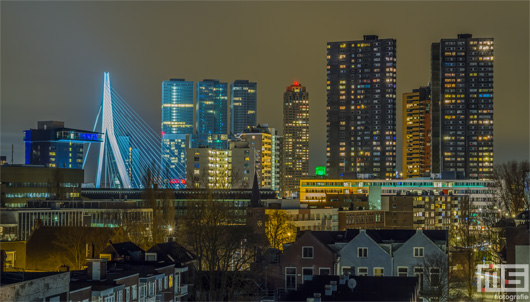 De Erasmusbrug en de skyline van Rotterdam by Night | Cover Small
