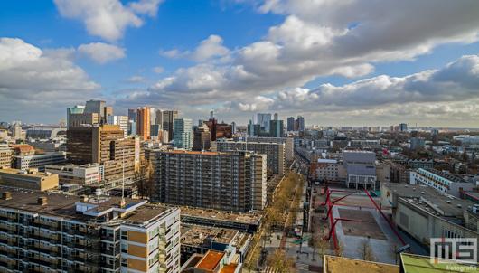 Het Schouwbrugplein en de skyline van Rotterdam by Day | Cover Small