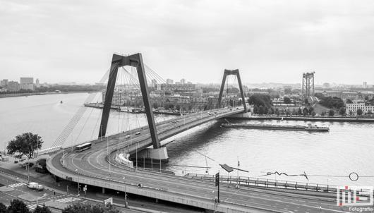 De Willemsbrug en De Hef in Rotterdam in zwart/wit | Cover Small