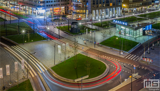 Het Stationsplein in Rotterdam by Night | Cover Small