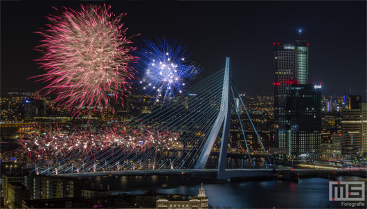 Het Nationale Vuurwerk in Rotterdam by Night | Cover Small