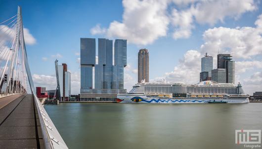 De Cruise Terminal Rotterdam met het cruiseschip Aida Prima | Cover Small