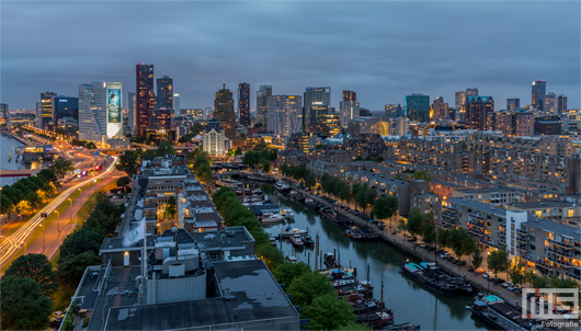 De skyline van Rotterdam tijdens zonsondergang | Cover Small