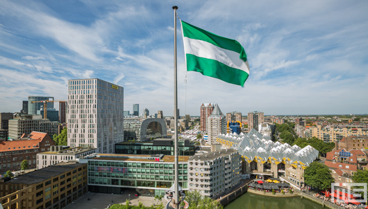 De Oudehaven in Rotterdam met de Rotterdamse Vlag | Cover Small